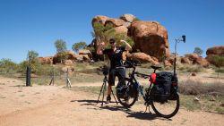 """Wouter fietst in 'Iedereen Beroemd' 7.000 kilometer door Australië en Nieuw-Zeeland: """"Ik voelde me vaak alleen op de wereld"""""""