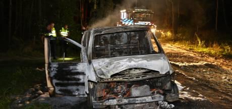 Bestelbus brandt volledig uit in buitengebied Nuenen