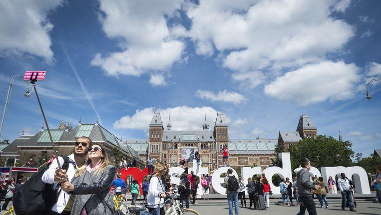 Toeristen voor het Rijksmuseum Beeld anp