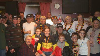 Belgisch veldritkampioen Jarno Bellens gevierd door fans