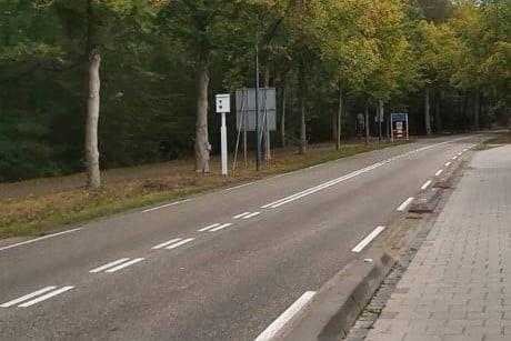 De flitspaal langs de Oisterwijkseweg in Moergestel die nog geen 24 uur overeind stond