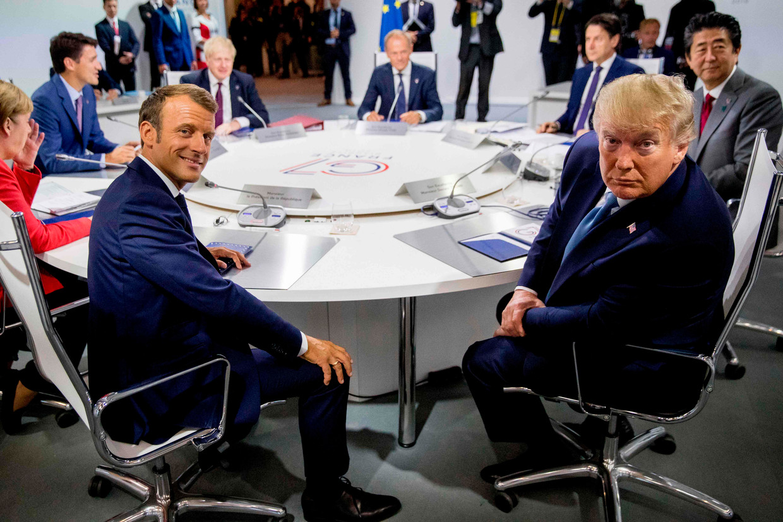 De Franse president Emmanuel Macron (links) en zijn Amerikaanse ambtgenoot Donald Trump (rechts) in Biarritz, waar de leider van de G7-bijeen zijn. Beeld AFP