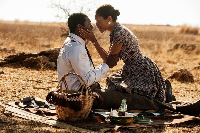 Idris Elba als Nelson Mandela en Naomie Harris als Winnie Mandela in de biopic Long Walk to Freedom Beeld null