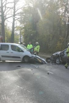 Drie mensen gewond na frontale botsing in Lochem