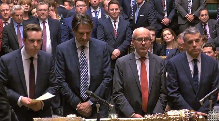 Het Britse parlement hoort de uitslag van de stemming over de Brexit-wet aan. Beeld null