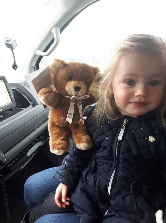 Het meisje kreeg een beertje voor de schrik.
