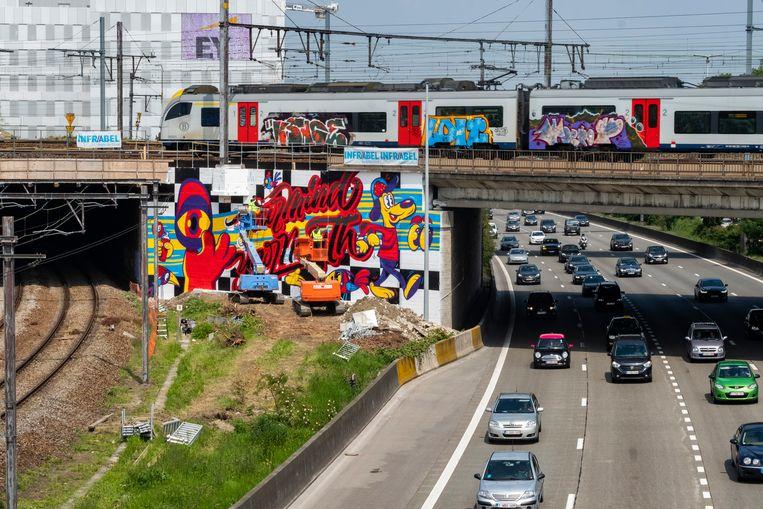 De nieuwe mural aan Berchem Station.