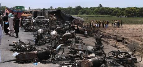Tankwagen vliegt in brand in Pakistan: bijna 150 doden