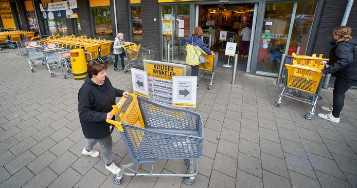 Bij Jumbo in Nistelrode moet je echt je best doen om zonder karretje naar binnen te lopen.