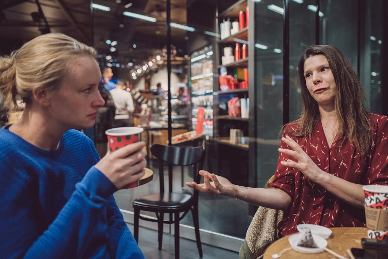 Lidewey van Noord (l.) en Roanne van Voorst.