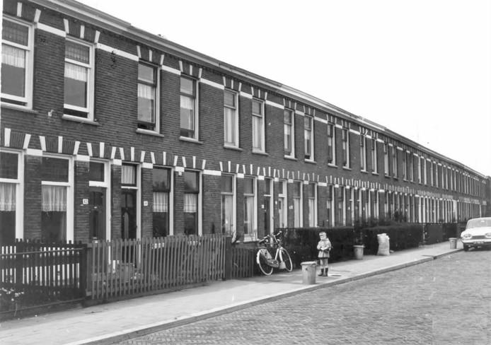 In de jaren 60 woonden er gewoon gezinnen in deze rijtjeshuizen.