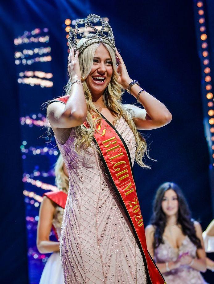 Céline Van Ouytsel a remporté la couronne de Miss Belgique 2020.