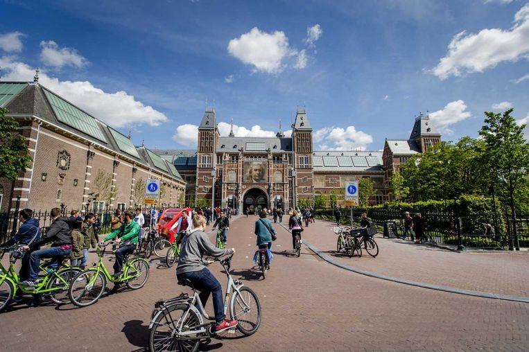 Fietsers bij het Rijksmuseum in Amsterdam. Beeld anp
