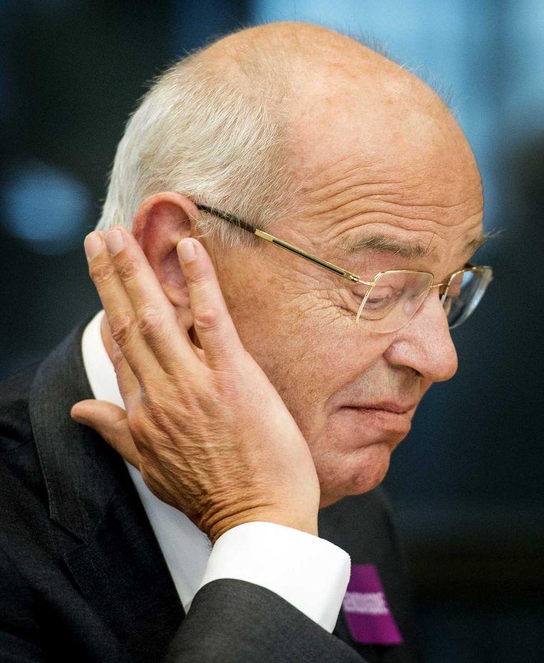 Gerrit Zalm kijkt bedenkelijk tijdens een slecht getimede hoorzitting in de Tweede Kamer. Beeld anp