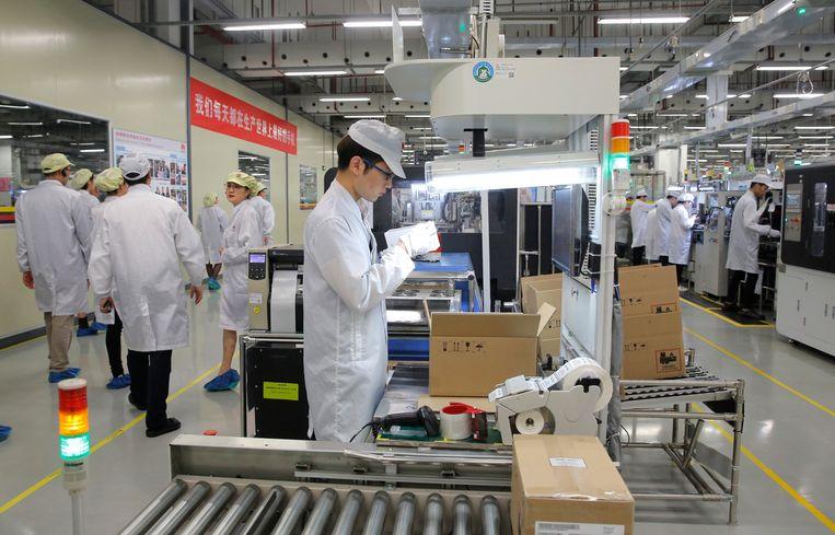 Productielijn van Huawei in Dongguan. Beeld AP