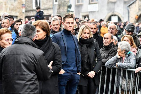 """Mathieu van der Poel kwam samen met zijn vriendin Roxanne afscheid nemen van zijn """"papy""""."""