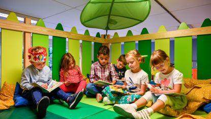 Kindjes derde kleuterklas Basisschool Heizijde nemen mezzanine in gebruik