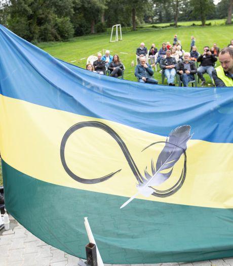 Aletta laat haar vlag voor 'Roke' trots wapperen in Radewijk