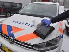 Politie stuit op dozen vol geperste hennep op industrieterrein in Tilburg: 38-jarige man opgepakt