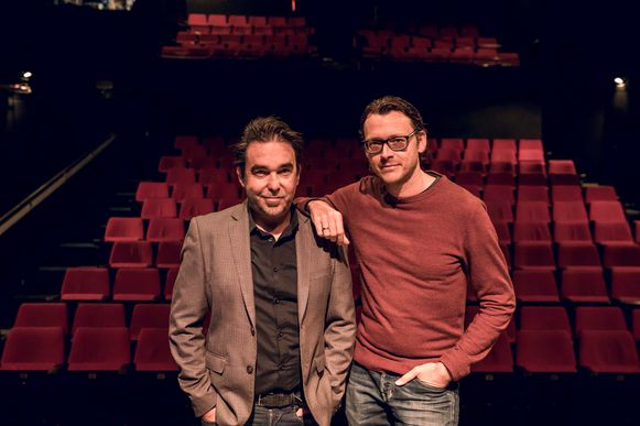 Gunter Reniers (links) en Yves Caspar in hun theaterzaal de Roxy in Sint-Truiden.
