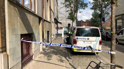 Man in levensgevaar na straatroof in Antwerpen: slachtoffer krijgt messteek in de borst