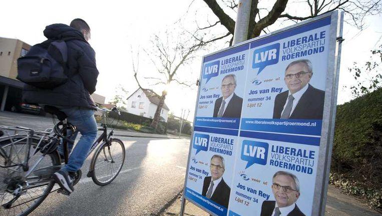 Verkiezingsposters van de Liberale Volkspartij Roermond met daarop Jos van Rey Beeld anp