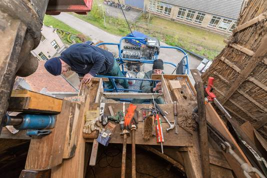 Foto ter illustratie. Timmermannen in actie.