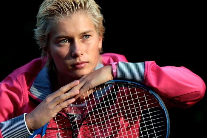 Tennisster schuurs met schrik vrij in melbourne sport for Demi schuurs