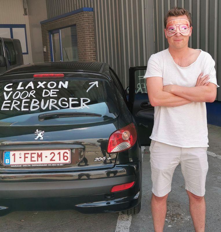 Niels Destadsbader werd geblinddoekt en vervolgens ontvoerd naar het voetbalveld van de 'Rassing', op Nieuwenhove.