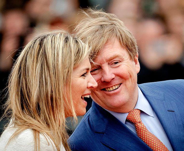 Koning Willem-Alexander en koningin Maxima bij basisschool De Vijfmaster tijdens de jaarlijkse Koningsspelen. Beeld anp