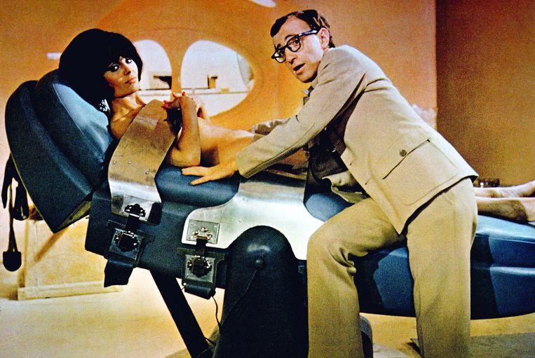 Daliah Lavi met Woody Allen in de James Bond-parodie 'Casino Royale' uit 1967.