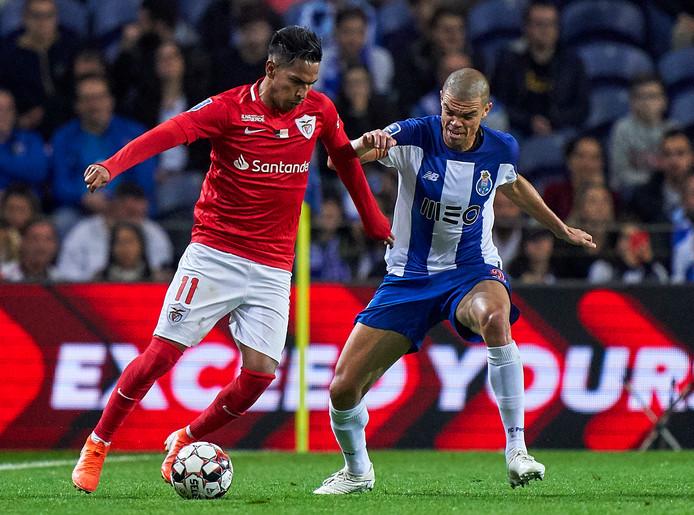 Pepe (rechts) is bij Porto vrijwel altijd basisspeler.