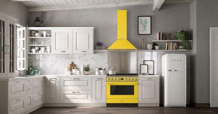 Een standaardkeuken wordt een stuk minder saai als de apparatuur een in het oog springende kleur heeft.