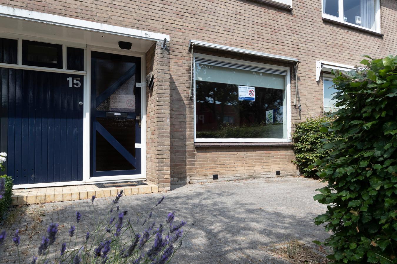 Op last van de burgemeester werd een drugspand aan de Paulus Potterstraat 15 in Zutphen gesloten. Het pand staat direct tegenover een basisschool.