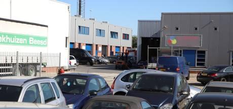 Aanhouding bij bedrijfspand in Beesd, politie nog bezig met onderzoek