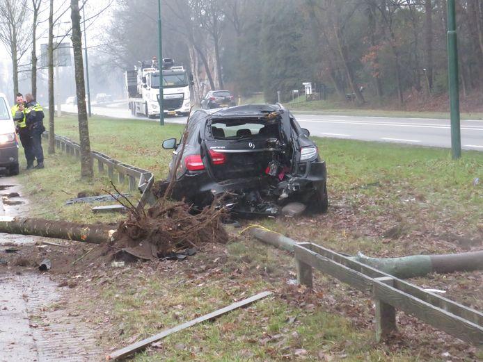 De Mercedes-AMG heeft flinke schade opgelopen.