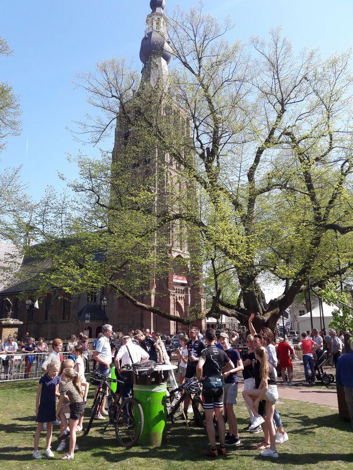 150 kilometer gemountainbiket en dan uitrusten onder de toren van Hilvarenbeek