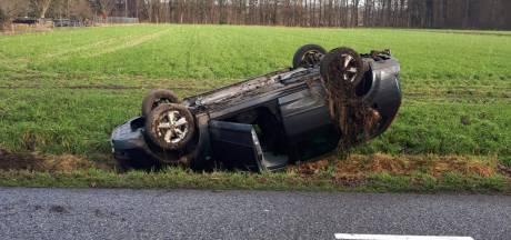 Vrouw (44) toetert zich suf na ongeluk in Twello, auto's rijden door