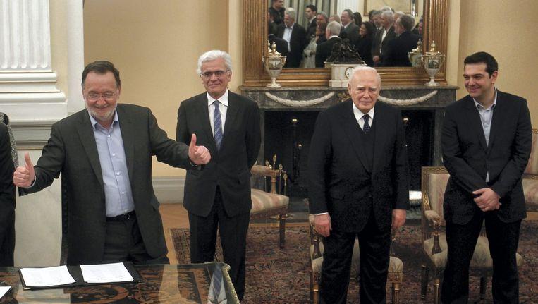 Energieminister Panagiotis Lafazanis (L) met andere leden van het Griekse kabinet. Beeld epa