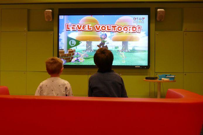 Kinderen leefden zich opnieuw uit in de bib in Beersel op verschillende games.