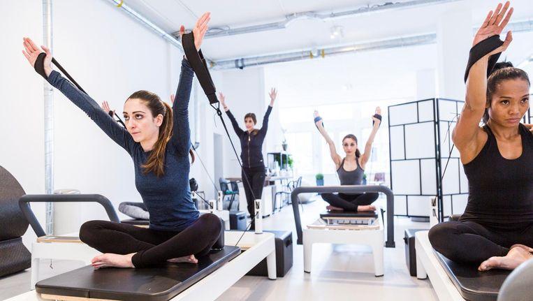Bij K/C Move kun je terecht voor lessen Barre of Reformer Pilates. Dat laatste vindt plaats op speciaal voor de studio ontworpen machines Beeld Tammy van Nerum
