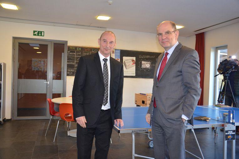 Eddy Impens met minister van Justitie Koen Geens tijdens een rondleiding in één van de gesloten afdelingen.