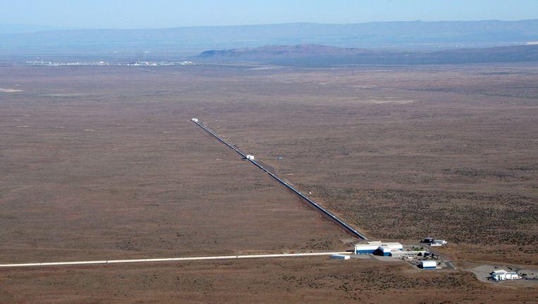 De LIGO-detector in Hanford in de Amerikaanse staat Washington, met haaks op elkaar 4 kilometer lange tunnels met laserapparatuur. Beeld LIGO