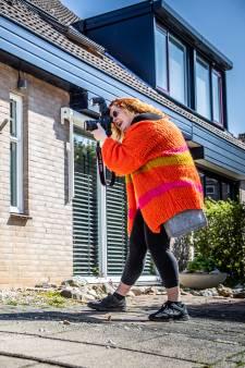 Kajsa Strömberg maakt 'op 't stoepie' familiefoto's die ze kunnen doorsturen naar opa en oma