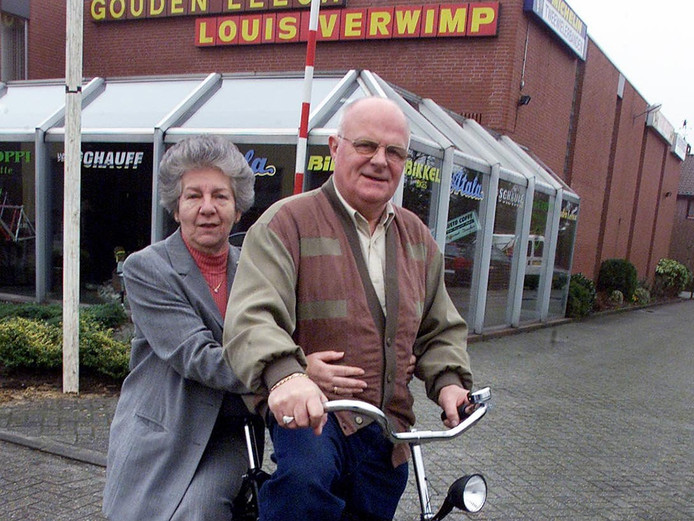 Archieffoto: echtpaar Maria en Louis Verwimp vertrekt van de Gouden Leeuw