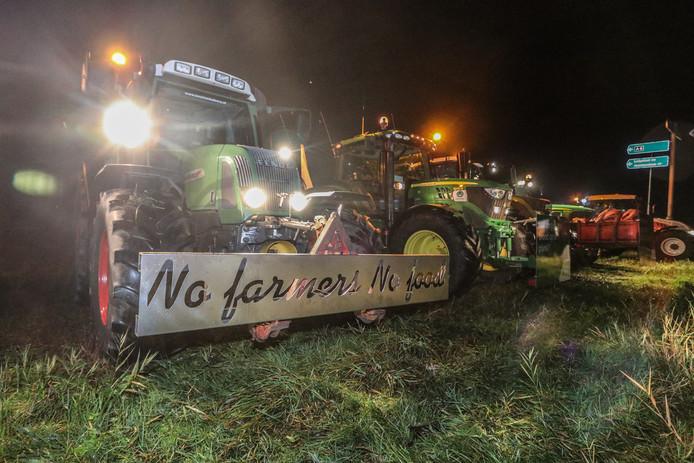 Op woensdag 16 oktober zijn honderden tractoren uit Noord-Nederland in alle vroegte op weg gegaan richting De Bilt en Den Haag. Zoals deze boeren uit Emmeloord.