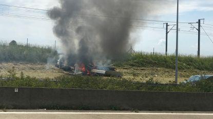 Sportvliegtuigje neergestort naast E40 in Landen, twee gewonden