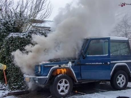 Mercedes-Benz in vlammen op