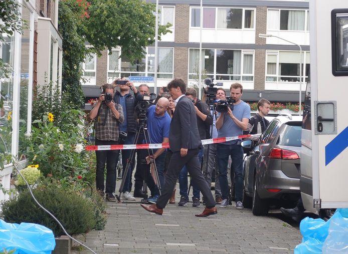 Burgemeester Depla bezoekt woning van buren