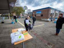 'Afhaalhuiswerk' voor kinderen van de Bouwmanschool in Kampen